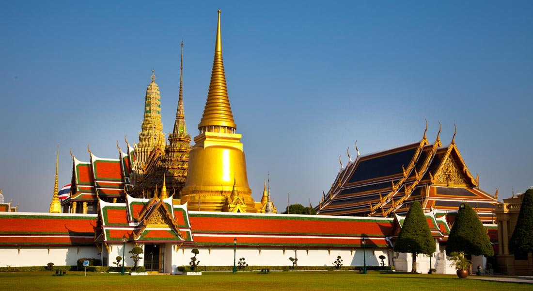 TEMPLE OF THE EMERALD BUDDHA AND THE GRAND PALACE --3.6 KM.